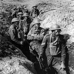 Canadian soldiers in one of the trenches of Amiens during the First World War (1917).