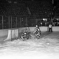 Hockey game between the Chicago Blackhawks and Montréal Canadiens at the Montréal Forum on March 22th, 1938.